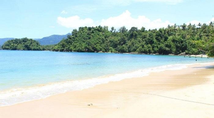 Pantai-Pasir-Putih-Karanggongso